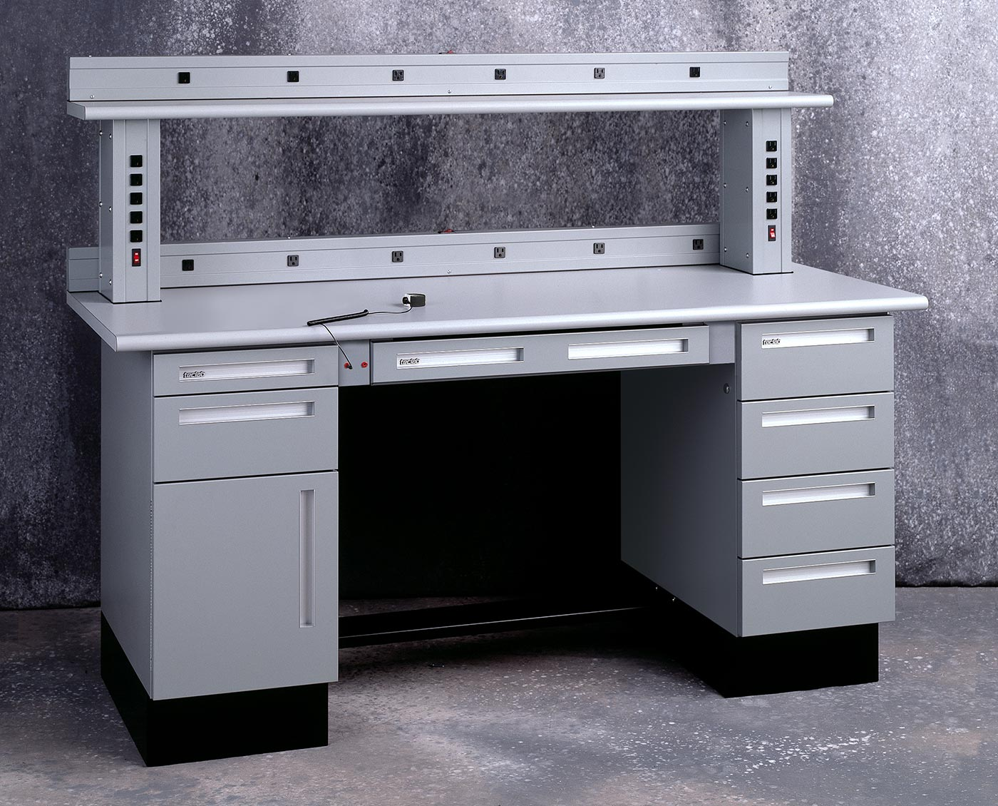 Wondrous Workbench Esd Options From Teclab Caraccident5 Cool Chair Designs And Ideas Caraccident5Info